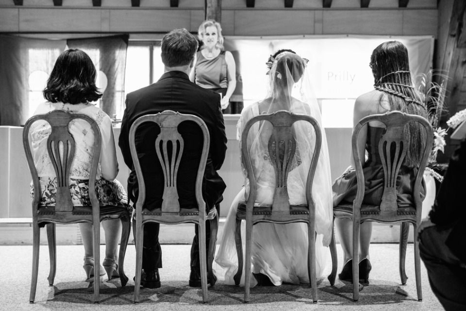 photographe mariage Lausanne mairie de dos