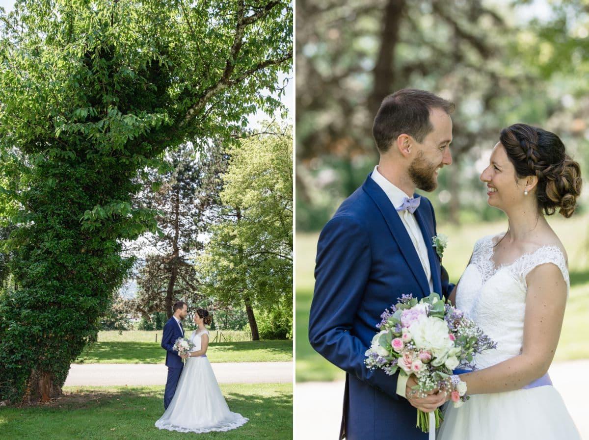 Photo verticales des mariés face à face dans le parc du château de candie